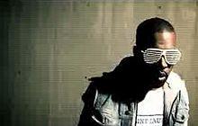 Американский рэпер Канйе Уэст в клипе Stronger