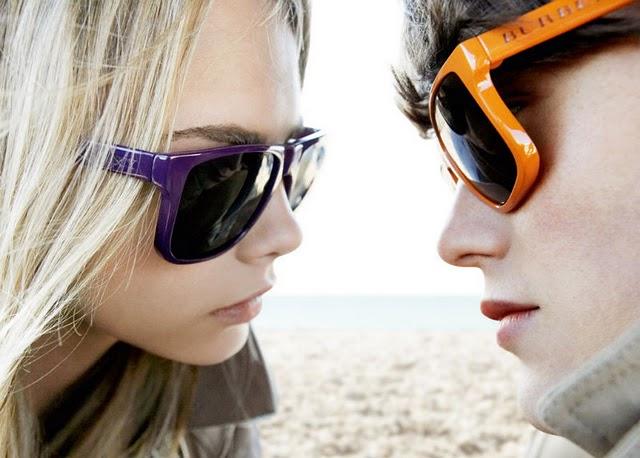 Солнцезащитные очки на лице фото