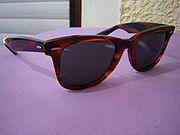 Солнцезащитные очки Ray-Ban Wayfarer - классика 1980-х
